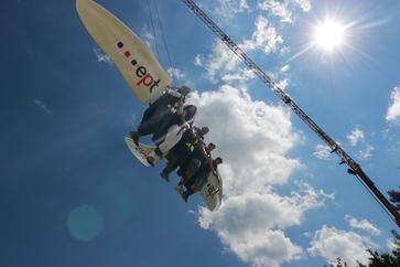 Besucher fliegen im AirEmotion