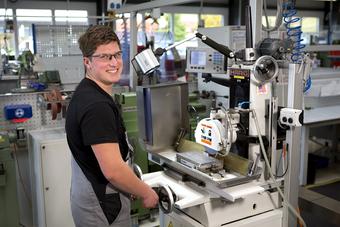 ept Ausbildung Werkzeugmechaniker Schleifen2.jpg
