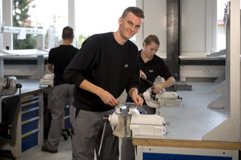 ept Ausbildung Werkzeugmechaniker Gewindeschneiden2.jpg