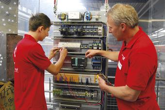 ept Ausbildung Mechatroniker Schaltschrank2.jpg